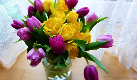 Easy daffodil and tulip bouquet