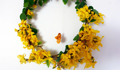 DIY: Easter floral wreath for your door