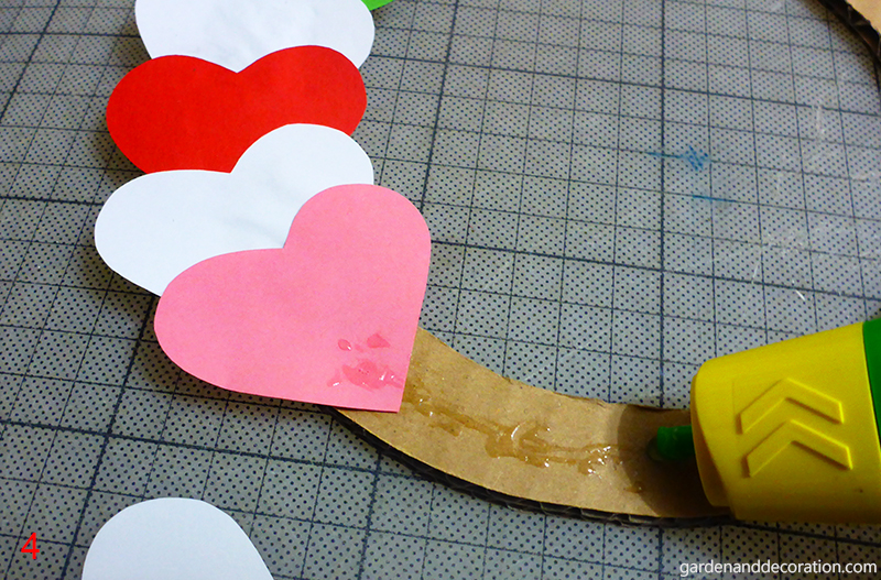How to do paper heart wreath_step 4