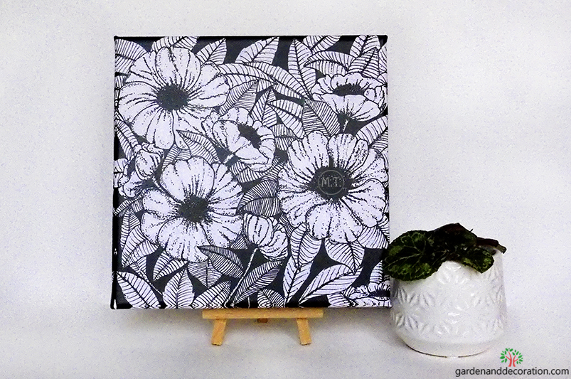 Flowerpower in b&w_by Maggy from www.gardenanddecoration.com