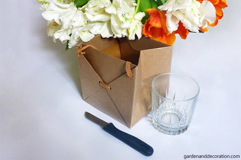 Tulips in a present bag_by gardenanddecoration