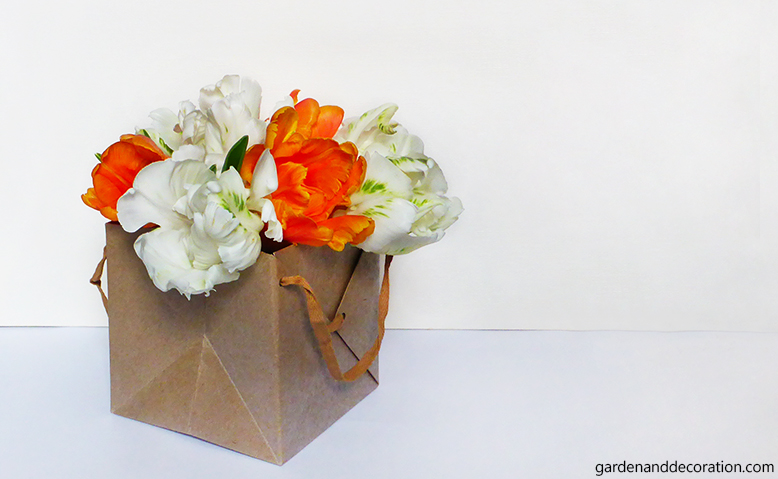 Tulip present bag_by gardenanddecoration.com