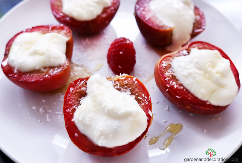 Homemade peaches with yoghurt_by gardenanddecoration.com